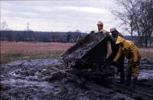 581. Dumping silt. Colt Hill. Railway. Tipper truck. 1975 REDUCED