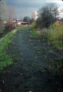 881. Canal pre-restoration. Woking. 1977 REDUCED